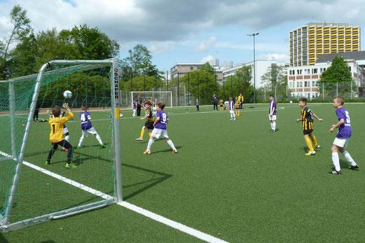 Der zweite Treffer für die TuS E1-Jugend im Spiel gegen die SG Schönebeck. - Foto: mal.