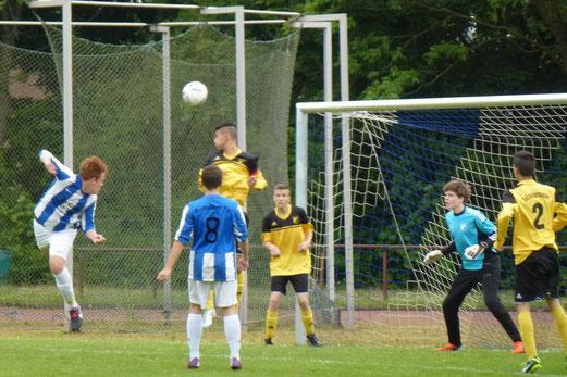 TuS B-Jugend im Spiel beim Rumelner TV in Duisburg (Foto: mal).