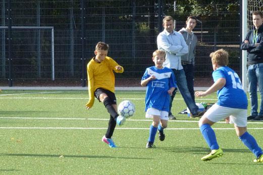 TuS E1-Jugend im Testspiel gegen die E2 der SG Schönebeck. - (Foto: mal).
