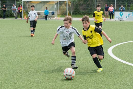 TuS E2-Jugend im Spiel gegen Duisburger SC Preußen E5 (4:0). - Fotos: r.f.