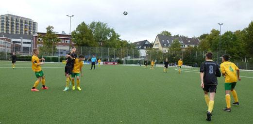TuS B1-Jugend im Heimspiel gegen den FC Karnap. - Foto: mal.
