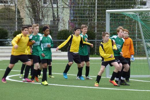 Zwei Tore nach Ecken: D2-Jugend im Heimspiel gegen Adler Frintrop 2. - (Foto: mal).
