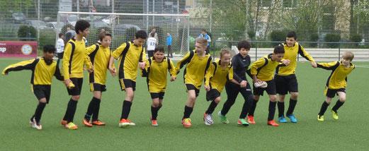 Ein Treffer hier, ein Treffer da: TuS D2-Jugend nach ihrem 7:6 Heimsieg gegen die D1 von TuRa 86. - (Foto: mal).