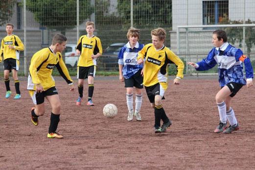 TuS C-Jugend im Auswärtsspiel bei RuWa Dellwig (Foto: abo).