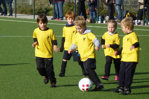 TuS Bambini 2 beim heutigen Bambini Fußball Treff des Kreises an der Pelmanstraße (Foto: mal).