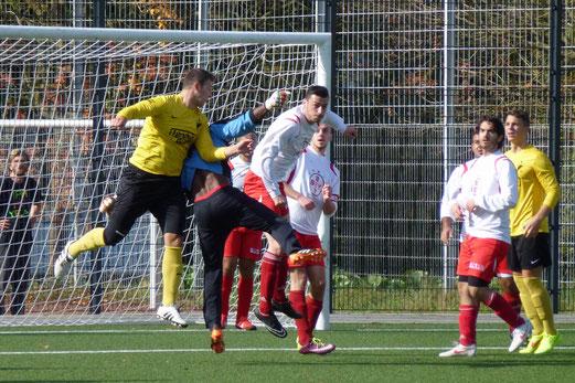 TuS 2. Mannschaft gegen SC Türkiyemspor 2, Pelmanstraße, 12.10.2014. - Fotos: mal.