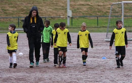 Für tollen Einsatz heute nicht belohnt: F1 nach Spielschluss im Borbecker Regen (Foto: p.d.)