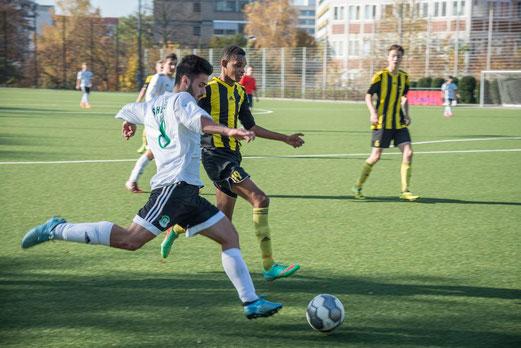 TuS A-Jugend im Kreispokal-Halbfinale gegen die SpVgg. Schonnebeck. - Fotos: r.f. und mal.