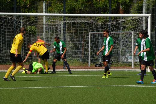 Klarer Heimerfolg im Test: Erste Mannschaft im Spiel gegen VfB Speldorf 2. - Fotos: mal.