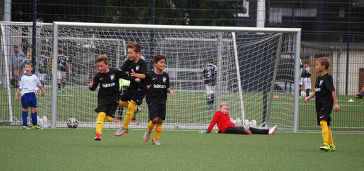TuS E2-Jugend im Auswärtsspiel bei FC Saloniki-EFV 2 (6:4), Hövel-/Bäuminghausstraße, 12.09.2015. - Foto: a.k.