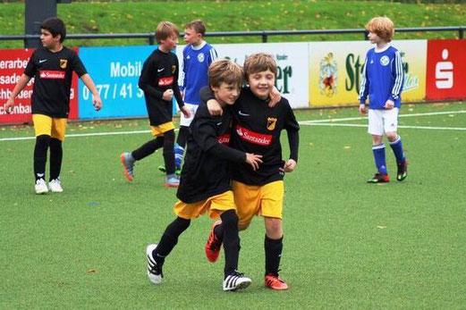 TuS E3-Jugend im Spiel gegen die E3 des SV Burgaltendorf. - Fotos: mage.