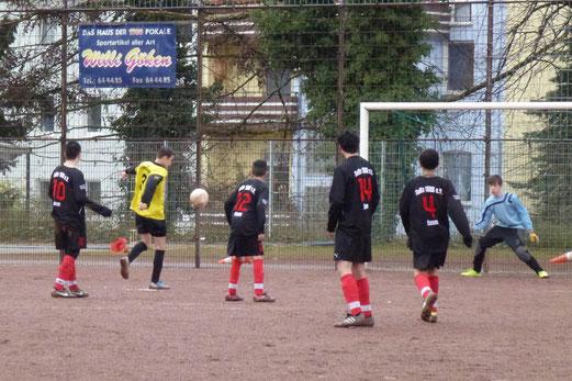 Till Gruhs erzielt das 4:0 für die TuS C-Jugend bei TuRa 86 (Foto: mal).