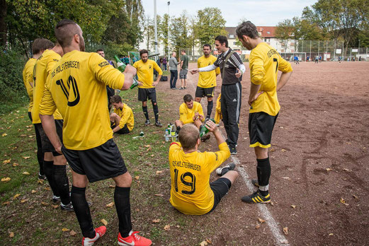TuS 3. Mannschaft gegen Atletico Essen 2 (1:0), Seumannstraße, 12.10.2014. - Foto: r.f.
