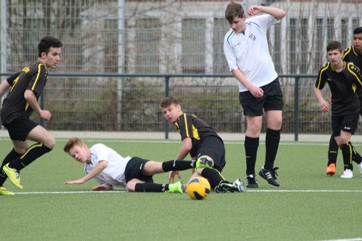 TuS B2-Jugend im Testspiel gegen SG Kupferdreh-Byfang an der Pelmanstraße. - Fotos: abo.
