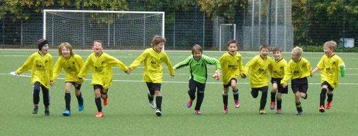 Freude über den ersten Saisonsieg: E3-Jugend an der Pelmanstraße (Foto: mal).