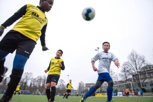 TuS E2-Jugend im Spiel gegen die E2 des VfB Frohnhausen. - (Foto: r.f.).