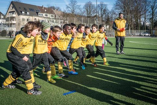 TuS F2-Jugend nach dem Abpfiff. - Foto: r.f.
