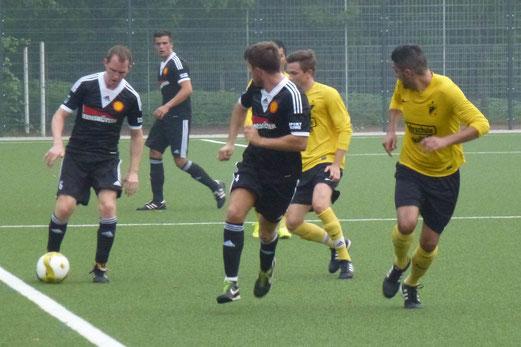 Erste Mannschaft im Testspiel gegen SC Frintrop. - Foto: mal.