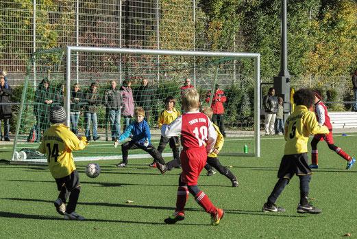 TuS F2 im Spiel gegen die F2 des TuSEM (Foto: r.f.).