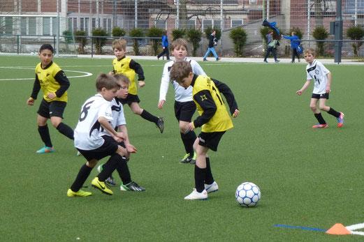 TuS E3-Jugend im Spiel gegen die E2 von Union Frintrop an der Pelmanstraße (Foto: mal).