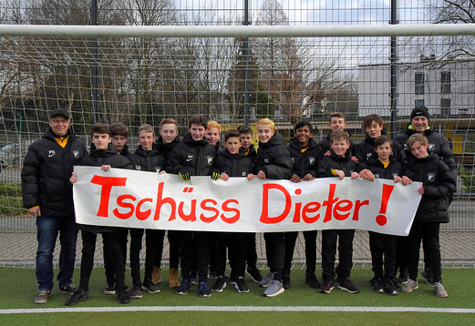 "Die C1 sagt ""Tschüss Dieter"" (Foto TuS Holsterhausen)"
