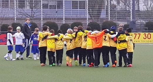TuS F1-Jugend im Heimspiel gegen Blau-Weiß Mintard. - Foto: kavo.