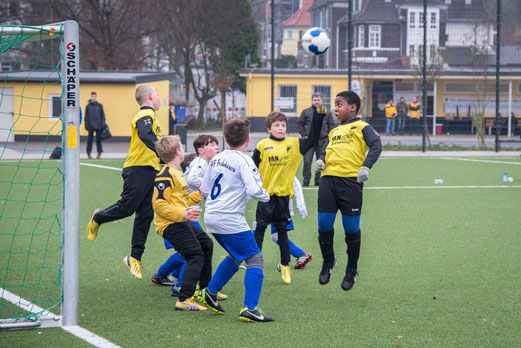 Kellerduell: TuS E2-Jugend im Heimspiel gegen die E2 des VfB Frohnhausen. - (Foto: r.f.).