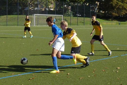 Verdienter Auswärtspunkt: B-Jugend im Spiel beim Vogelheimer SV (Foto: mal).