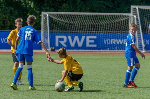 TuS D2-Jugend im Testspiel gegen die befreundete D2 der SG Schönebeck. - Fotos: SG Schönebeck.
