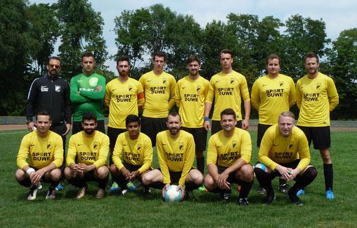 TuS Vierte Mannschaft beim ersten Vorbereitungsspiel der Saison in Rotthausen. - Fotos: mal.
