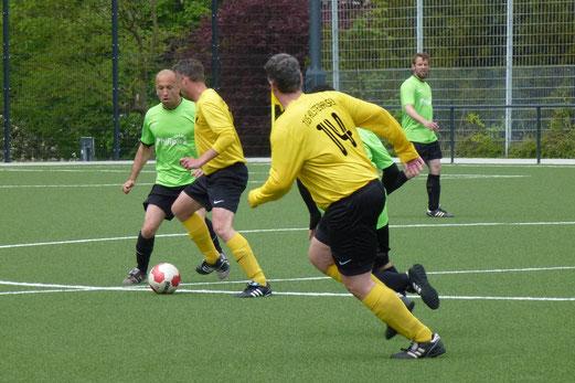 TuS Alte Herren 1 im Spiel gegen eine Auswahl der Fußball-Freizeitliga (Foto: mal).