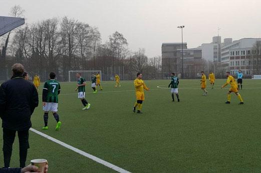 Erste Mannschaft im Spiel gegen SpVgg. Schonnebeck II. - Fotos: nal.
