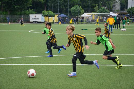 TuS E3-Jugend gegen die E4 des FC Stoppenberg.