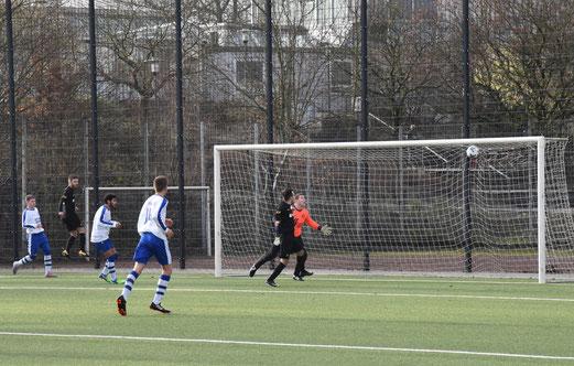 Tor zum 1:0 für die TuS A-Jugend gegen den VfB Frohnhausen.