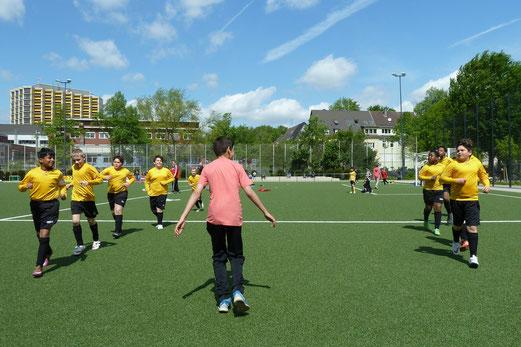 TuS D2-Jugend - SV Borbeck D1 (0:6), Pelmanstraße, 09.05.2015. - Foto: mal.