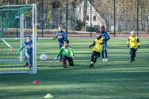 TuS F1-Jugend im Spiel gegen Tgd. Essen-West. - Foto: r.f.