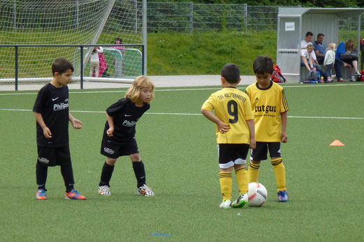 TuS Bambini 1 im Spiel gegen Rhenania Bottrop (0:3). - (Foto: mal).