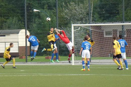 TuS B-Jugend im Pokalspiel beim Vogelheimer SV (Foto: mal).