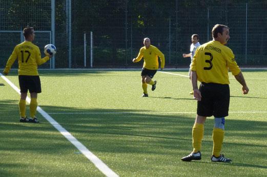 TuS Alte Herren 2 (Ü40) im Spiel gegen die Altligamannschaft der DJK Wattenscheid (Foto: mal).