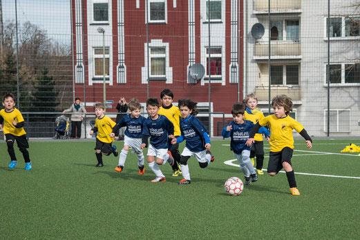 TuS Bambini 2 bei FC Saloniki-EFV 2 (4:2), Hövelstraße, 07.03.2015. - Foto: r.f.
