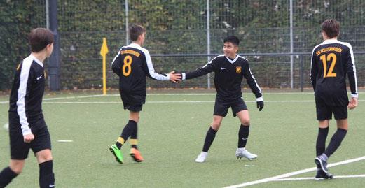TuS C1-Jugend im Spiel gegen den SV Leithe. - Fotos: pad.