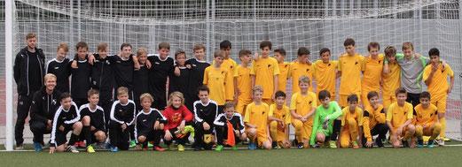 """Noch-D1""/""Nun-C1""-Jugend beim Freundschaftsspiel beim VfL Mark in Hamm. - Fotos: pad."
