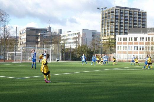 TuS C-Jugend im Testspiel gegen den TuS Harpen an der Pelmanstraße. (Foto: mal).