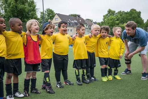 TuS Bambini 2, noch als Bambini 4 bei den TuS-Turnier-Tagen am 13.06.2015. - Foto: r.f.