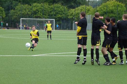 """TuS """"alte"""" A-Jugend im Spiel gegen TuS 2. Mannschaft (2:6). - (Foto: mal)."""
