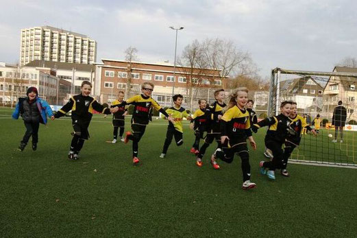 TuS F2-Jugend im Spiel gegen die F2 von VfL Sportfreunde 07. - Fotos: mage (1-5), mal (6-8).
