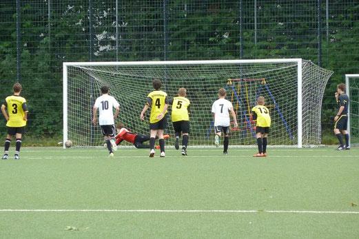 Die endgültige Entscheidung: 3:0 für Preußen in der 56. Minute per Strafstoß (Foto: nal).