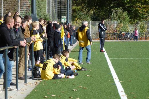 Einweihung auch der Stehränge im Spiel der C-Jugend gegen Frintrop (Foto: mal).