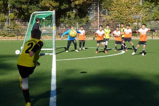 Eine von zahlreichen Ecken für D-Jugend im Spiel gegen Bergeborbeck (Foto: mal).