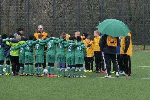 Vor dem Anpfiff: TuS E1-Jugend in Schonnebeck. - (Foto: s.v.g.).